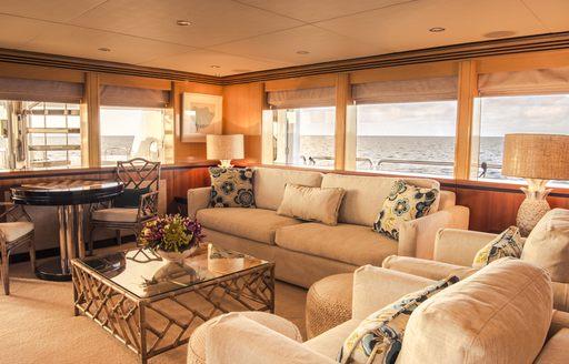 Luxury yacht SPIRIT main salon