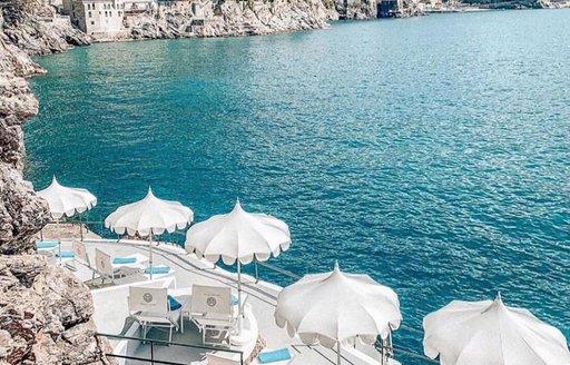 palazzo avino sea and white tables