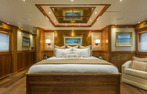 Master suite on-board motor yacht TEMPTATION