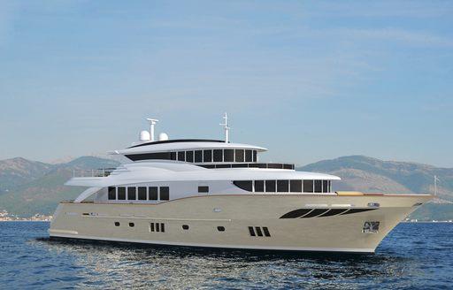 eco-friendly explorer yacht GATSBY