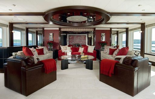Superyacht SLIPSTREAM's main salon