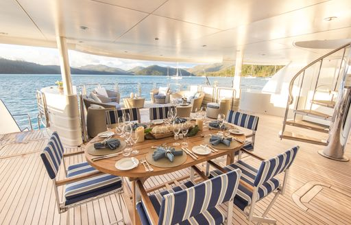 Superyacht SPIRIT dining and seating on aft decl