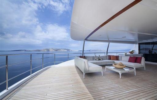 Living areas alfresco on yacht oryx