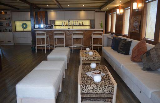 sailing yacht LAMIMA's salon with bar