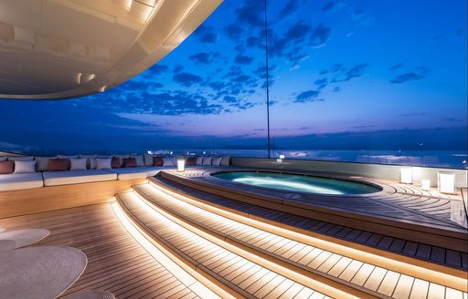 Jacuzzi at night time on superyacht SAVANNAH