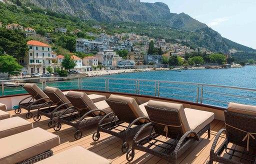 Motor yacht Queen Eleganza's outdoor space