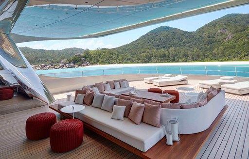 Outdoor dining area on superyacht SAVANNAH