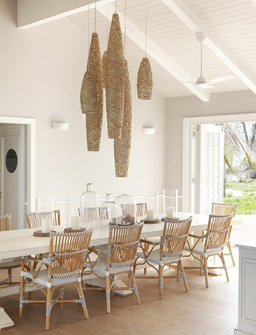 dining table on thanda island