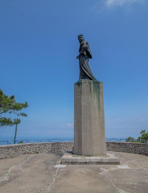 Statue on podium in Villa Jovis