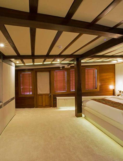 Sailing Yacht LAMIMA's master suite