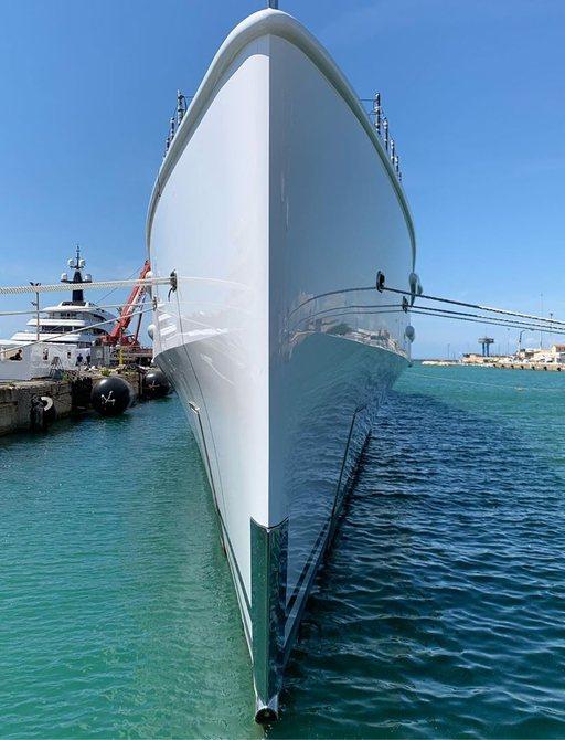 bow of superyacht lana