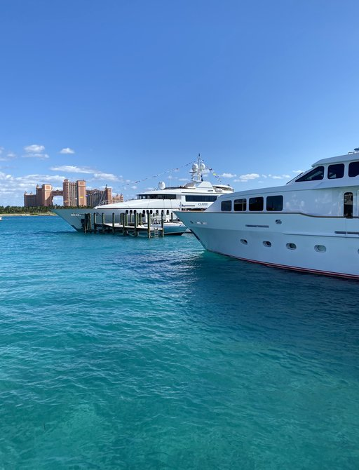 bahamas charter show with atlantis paradise in background