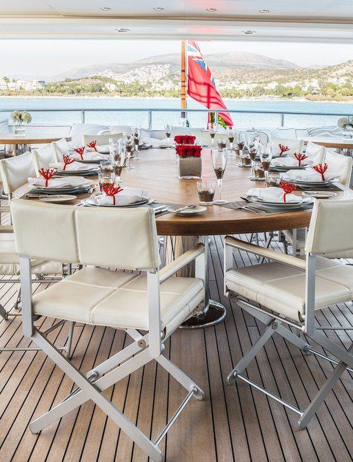 dining on light holic superyacht