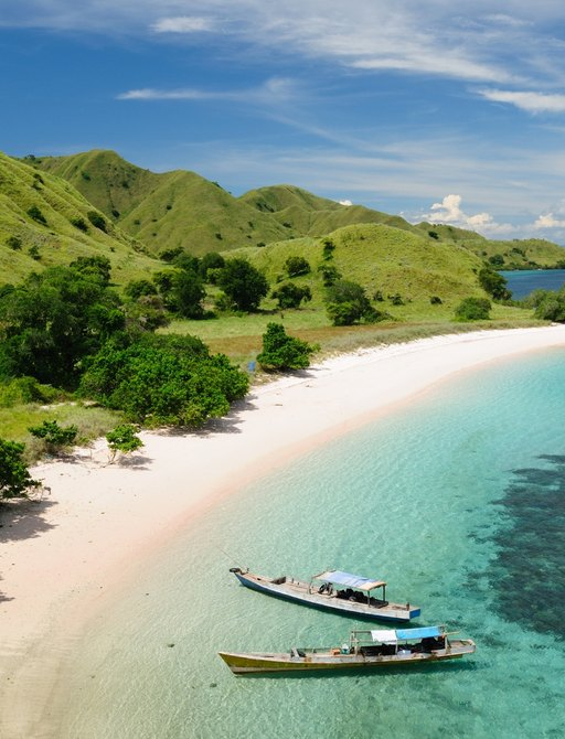 visit komodo island on an indonesia luxury yacht charter with family