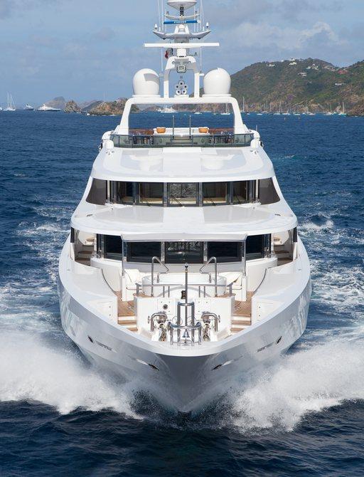 Running bow of motor yacht FRIENDSHIP ex SUNRISE