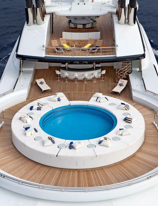 Jacuzzi and sunpads on board Serene