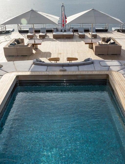 Superyacht LUNA's impressive swimming pool
