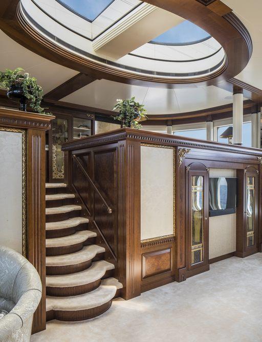 Master suite onboard MY Calypso