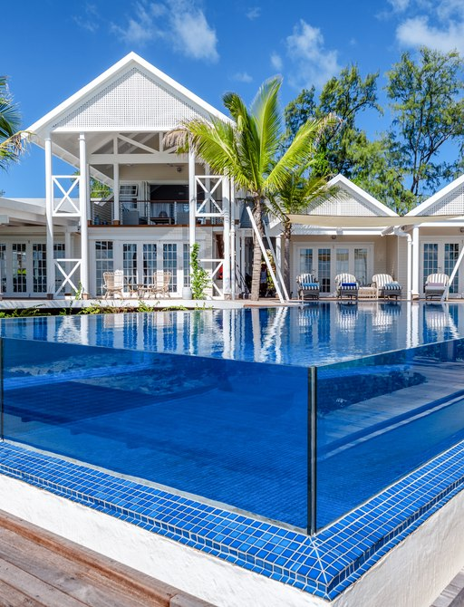 glass-rimmed infinity pool with villa in background on thanda island