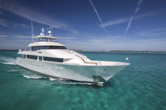 Special offer announced on superyacht AMITIE in the Bahamas