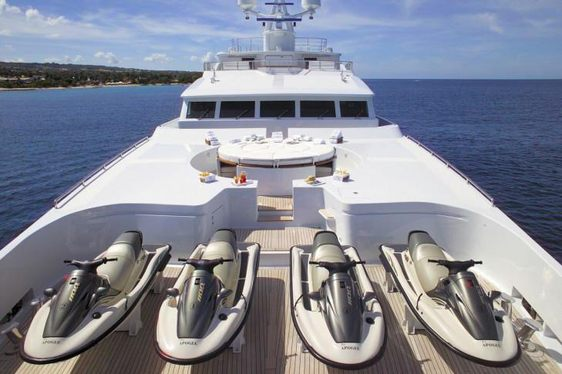 Charter Yacht APOGEE to Attend the Fort Lauderdale International Boat Show 2016