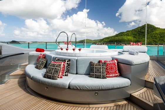 Jacuzzi with cocktails laid out on the sundeck of luxury yacht SLIPSTREAM