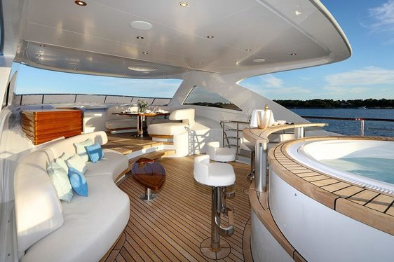 Get A Day Free Aboard Mulder Superyacht SOLIS Over The Holidays