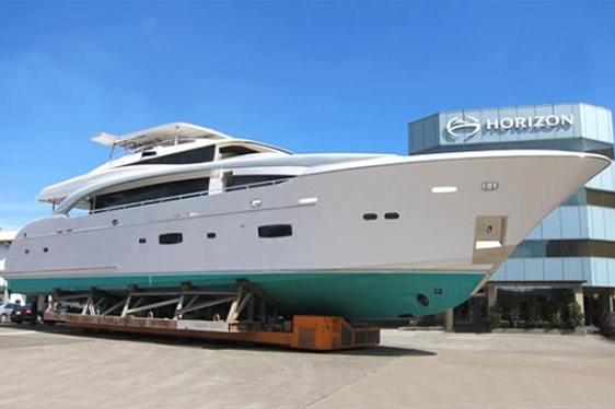Horizon RP110 luxury yacht