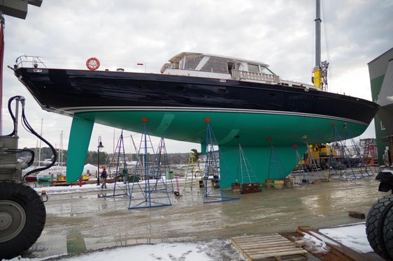 Charter yacht Axia prepares to launch after receiving a new fin and rudder