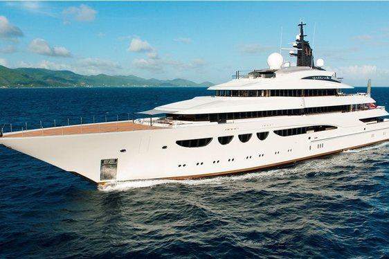 Quattroelle Charter Yacht running shot