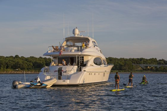 Motor Yacht 'Gale Winds' Offers July Fourth Charter