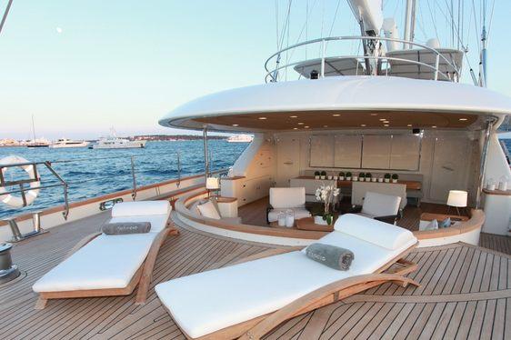 Explore French Polynesia and Tahiti on board S/Y SILENCIO