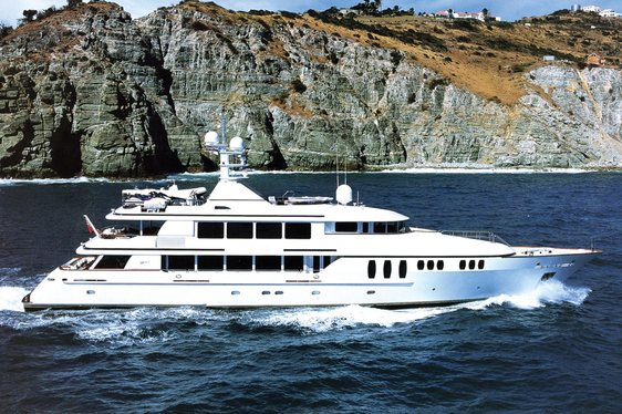Superyacht CLAIRE Available in the Bahamas with No Delivery Fees