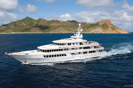 Superyacht UTOPIA Available for Sardinia Charter