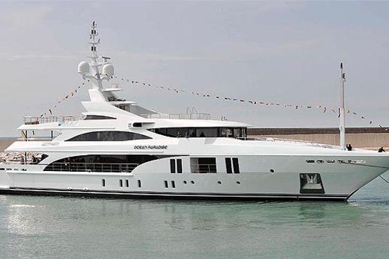 New charter yacht 'Ocean Paradise' at anchor