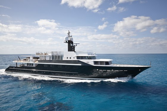 Superyacht HIGHLANDER Has Charter Gap in the Caribbean