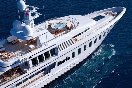 SUperyacht Harle cruising on event charter