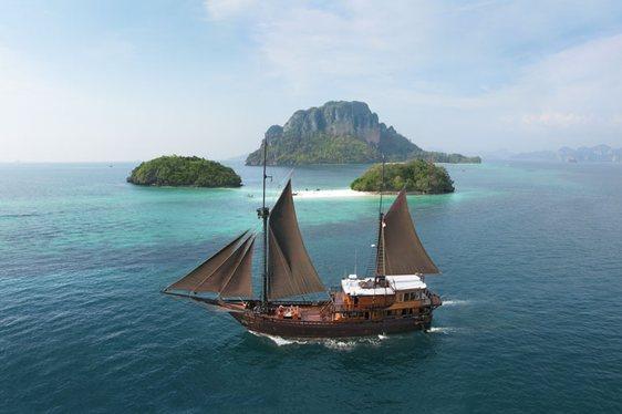Charter yacht El Aleph cruising the beautiful Indonesian archipelago