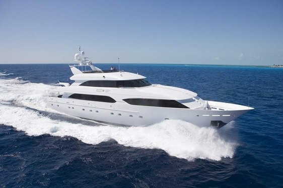 Charter yacht Northern Lights cruising in the Bahamas