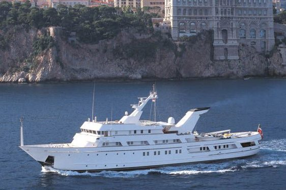 Charter yacht ESMERALDA cruiing in the Mediterranran