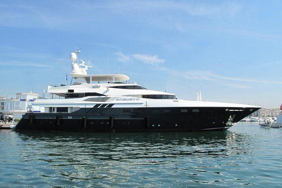 Charter yachy ROBUSTO at anchor