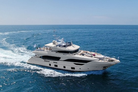 Mediterranean charter deal: Benetti superyacht URIAMIR offers special rate