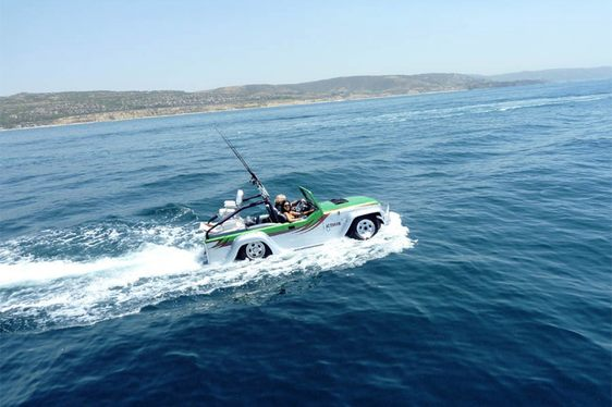 VIDEO: The World's Fastest Amphibious Car - 'Panther'