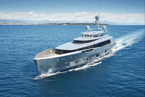 Superyacht COMO Wins Two ISS Awards