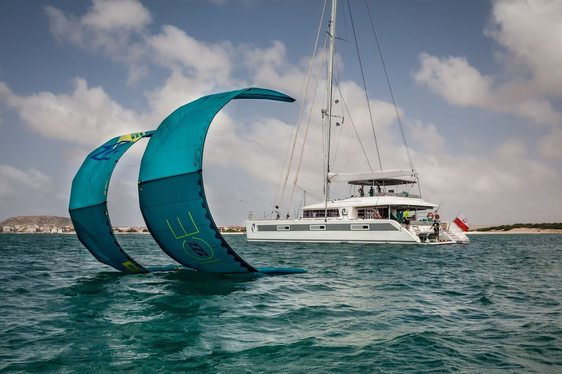 luxury yacht Ocean View with kite-surf on a Tahiti yacht charter