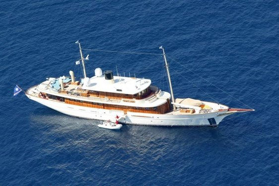 Luxury Classic Yacht AMPHITRITE Offers Charter Discount
