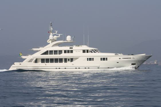Charter Yacht OLAH's Rate Reduced to €160,000