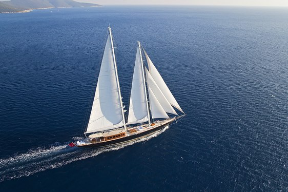 superyacht Aria I sailing on a Greece yacht charter