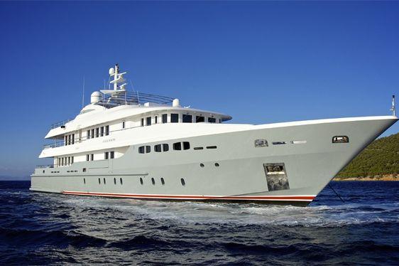 Superyacht 'O'Ceanos' Offers Charter Discount