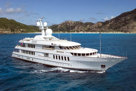 Charter Yacht Huntress Impresses at Miami Show